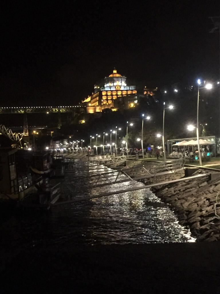 Leonie Porto by night